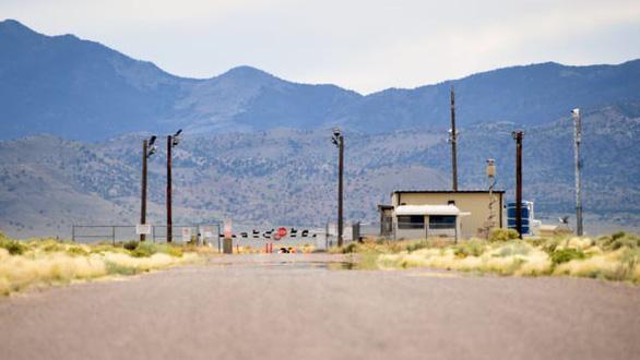 3.000 người đổ xô đến căn cứ Mỹ ở sa mạc xem người ngoài hành tinh - Ảnh 4.