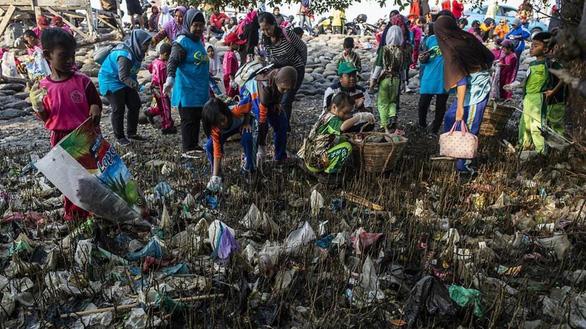 Hàng ngàn người khắp châu Á xuống đường lượm rác nhân Ngày dọn dẹp thế giới - Ảnh 2.