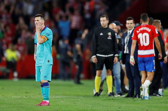 Barcelona thua bạc nhược trong ngày trở lại của Lionel Messi - Ảnh 1.