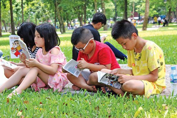 Rèn con yêu đọc sách, ba mẹ đang rèn cho con ý chí tự chủ - Ảnh 1.