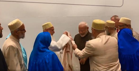 Thủ tướng Ấn Độ được hôn tay, chào đón như siêu sao ở Mỹ - Ảnh 3.