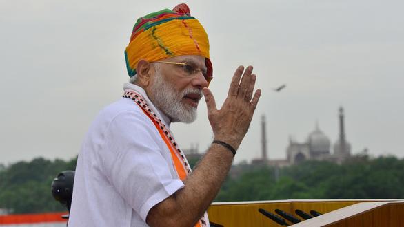 Thủ tướng Ấn Độ được hôn tay, chào đón như siêu sao ở Mỹ - Ảnh 1.