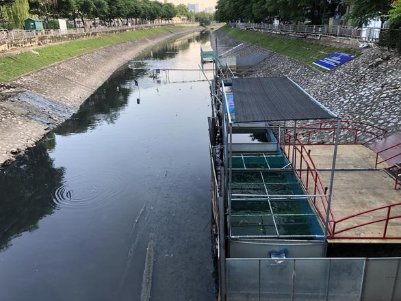 Cá Koi sông Tô Lịch có bảo vệ trông coi cả ngày lẫn đêm - Ảnh 6.