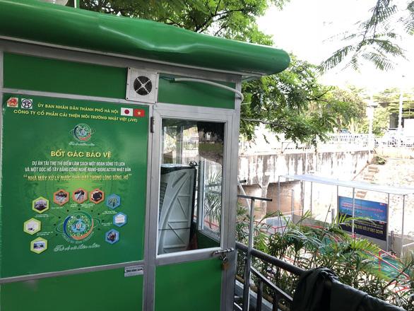 Cá Koi sông Tô Lịch có bảo vệ trông coi cả ngày lẫn đêm - Ảnh 4.