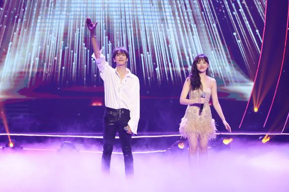 Dù mưa to dai dẳng, live concert của Hari Won vẫn không một ghế trống - Ảnh 10.