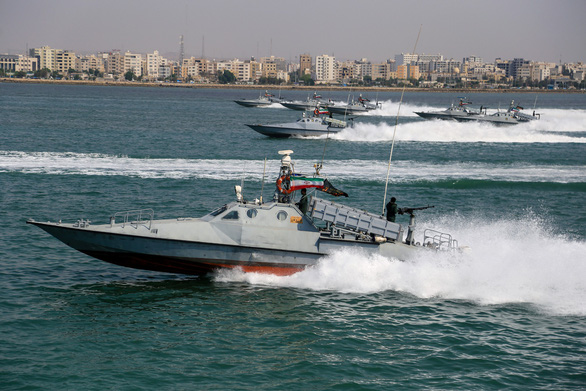 Iran rầm rộ duyệt binh khoe vũ khí tối tân - Ảnh 7.