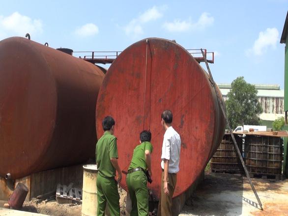 Đánh sập đường dây sản xuất dầu D.O giả - Ảnh 1.