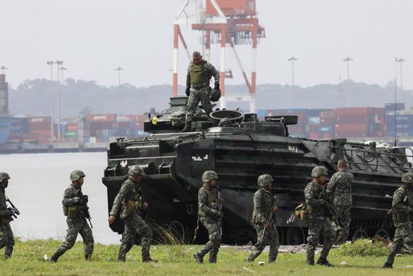 Philippines tập trận tái chiếm đảo sát Biển Đông - Ảnh 1.