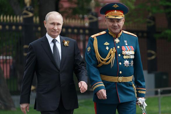 Bộ trưởng Quốc phòng Nga: Không cần nhiều tàu sân bay, chỉ cần vũ khí diệt nó - Ảnh 1.