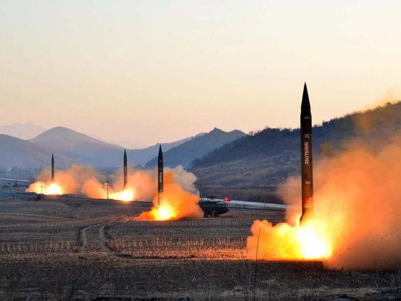 Một số tên lửa Triều Tiên thoát được hệ thống theo dõi của Nhật - Ảnh 1.