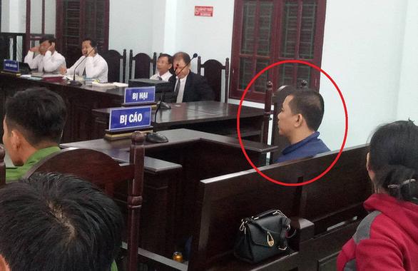 Tòa trả hồ sơ để điều tra lại vụ dượng hiếp dâm cháu 13 tuổi - Ảnh 1.