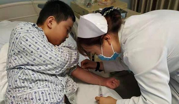 Bé trai 11 tuổi chủ động tăng cân 18kg để cứu cha bị ung thư máu - Ảnh 3.