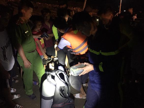 Nổ tàu cá ở Thanh Hóa, 3 người mất tích, 5 người bị thương nặng - Ảnh 3.