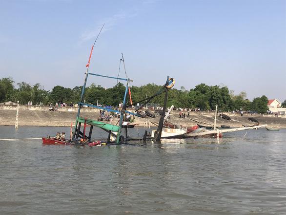 Tìm thấy thi thể 3 nạn nhân vụ cháy nổ tàu cá ở Thanh Hóa - Ảnh 2.