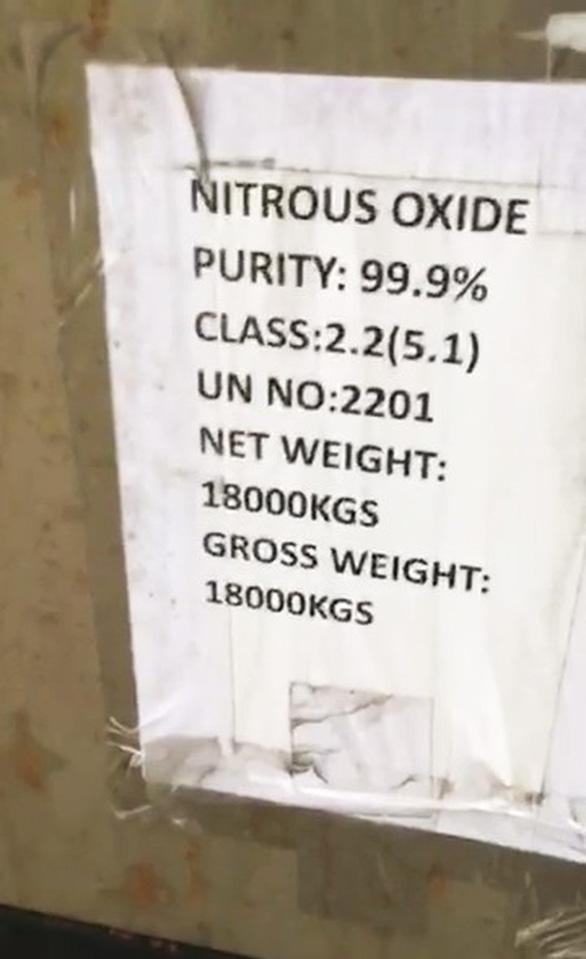 Buôn lậu khí cười N2O bị khởi tố - Ảnh 2.