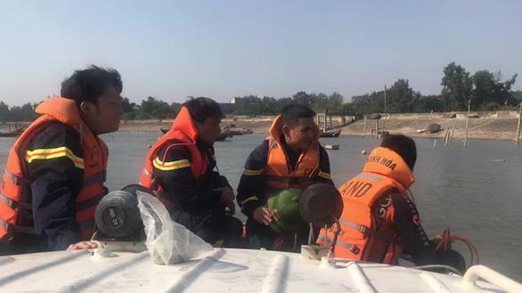 Tìm thấy thi thể 3 nạn nhân vụ cháy nổ tàu cá ở Thanh Hóa - Ảnh 1.