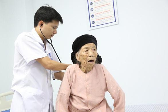 Cứu sống bà cụ 101 tuổi bị nhồi máu cơ tim cấp - Ảnh 1.