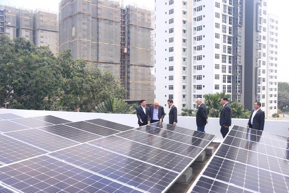 Bình Dương hợp tác Singapore phát triển năng lượng mặt trời - Ảnh 1.
