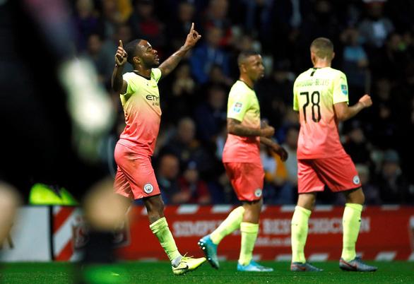 Cúp Liên đoàn Anh: M.C và Arsenal đi tiếp, Tottenham bị loại - Ảnh 1.