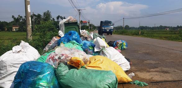 Quảng Nam vận động dân ngừng chặn đường xe rác gây ô nhiễm suốt hai tháng - Ảnh 2.