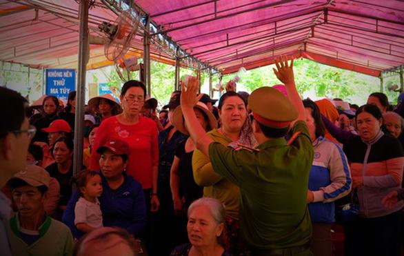 Căng thẳng đối thoại rác thải ở Quảng Ngãi - Ảnh 7.