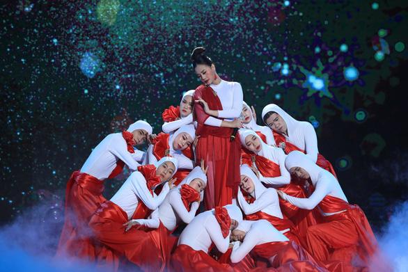 Hà Thúy Anh đoạt quán quân Hãy nghe tôi hát sau thời gian dài thi game show - Ảnh 2.