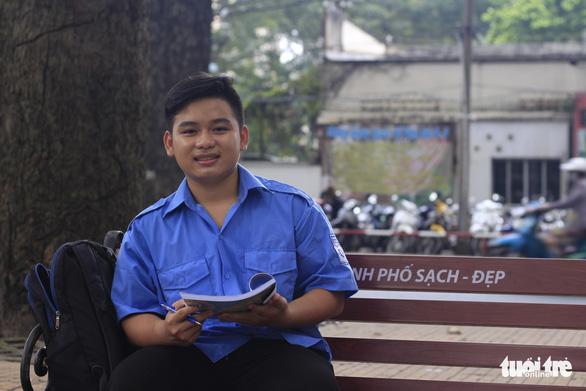Chàng sinh viên đến trường bằng tình thương của ông bà - Ảnh 2.