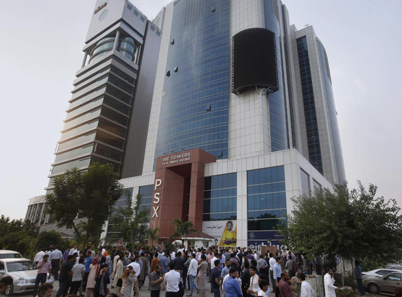 Động đất rung chuyển Pakistan, hơn 700 người thương vong - Ảnh 3.