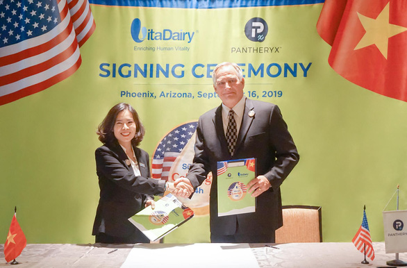 VitaDairy nhập khẩu sữa non ColosIgG 24h từ Mỹ về Việt Nam - Ảnh 1.