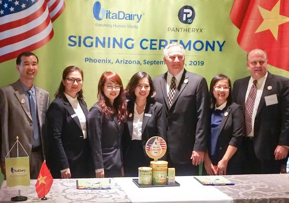 VitaDairy nhập khẩu sữa non ColosIgG 24h từ Mỹ về Việt Nam - Ảnh 4.