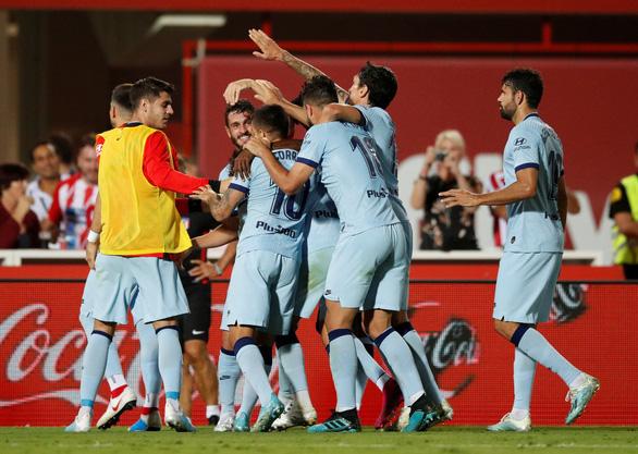 Thắng dễ Osasuna, Real chiếm ngôi đầu bảng - Ảnh 3.