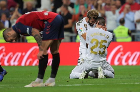Thắng dễ Osasuna, Real chiếm ngôi đầu bảng - Ảnh 1.