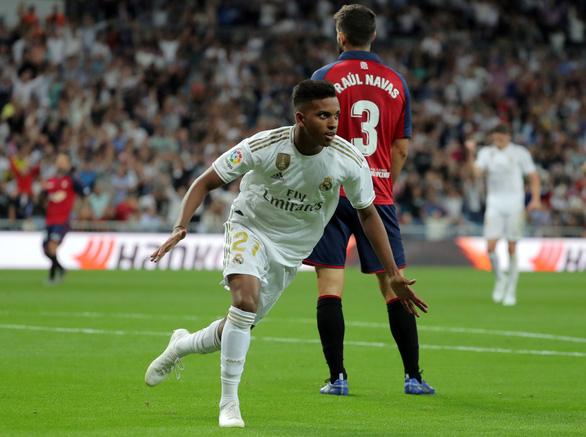 Thắng dễ Osasuna, Real chiếm ngôi đầu bảng - Ảnh 2.