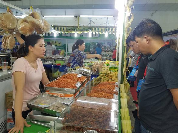 Hàng ngàn sản vật của 45 tỉnh thành ê hề trước mắt người Sài Gòn - Ảnh 7.