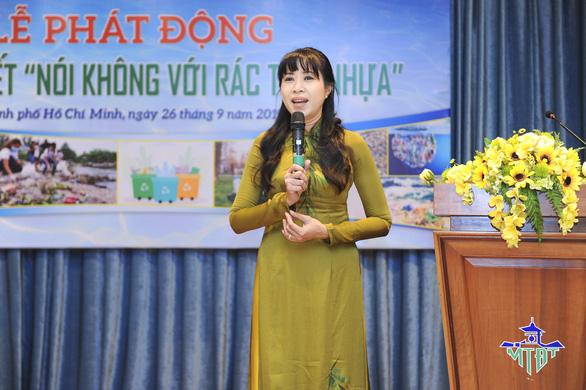 Nhiều nghệ sĩ vớt rác trên kênh Nhiêu Lộc - Ảnh 3.