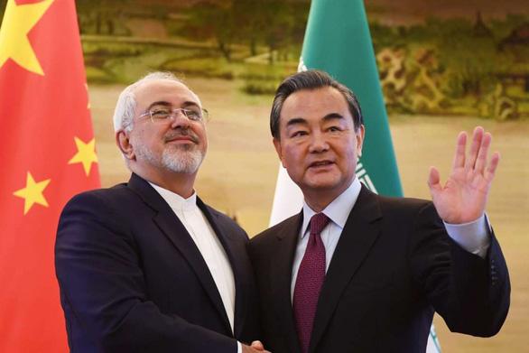 Bắc Kinh phẫn nộ vì bị Washington trừng phạt do mua dầu Iran - Ảnh 1.