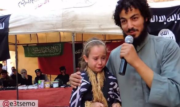 'Cô bé môi trường' Greta Thunberg chụp ảnh cùng khủng bố IS? - Ảnh 3.