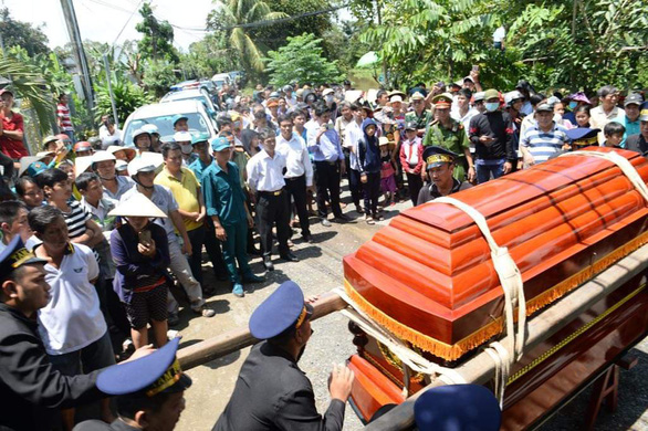 Tiễn biệt Anh hùng phi công Nguyễn Văn Bảy an nghỉ trong lòng đất mẹ - Ảnh 6.