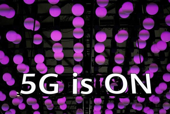 Huawei loan tin tự làm trạm phát sóng 5G không cần linh kiện Mỹ - Ảnh 1.