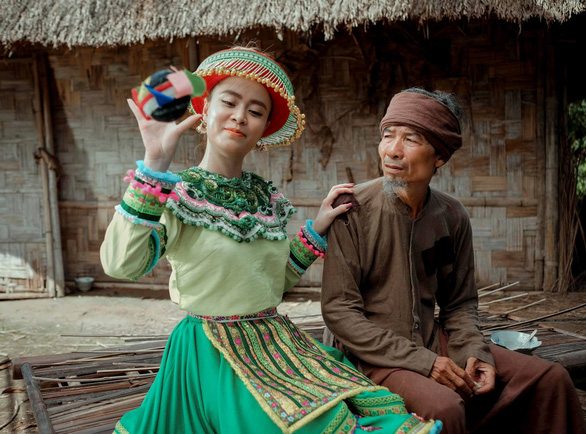 Dân mạng phát sốt với cover Để mị nói cho mà nghe của Hồng Vân, Hồng Đào, Chí Tài - Ảnh 4.