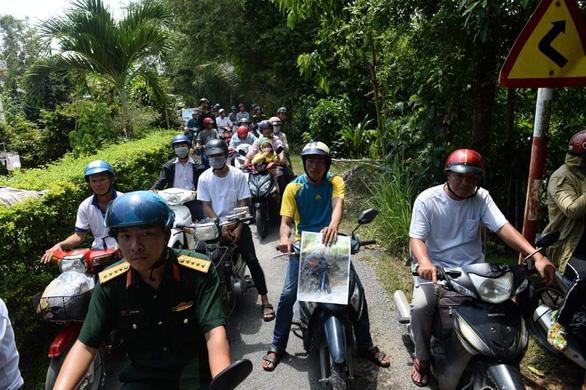 Tiễn biệt Anh hùng phi công Nguyễn Văn Bảy an nghỉ trong lòng đất mẹ - Ảnh 9.