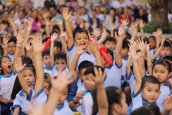 Họp phụ huynh, cô giáo xin phép được phạt học sinh mắc lỗi - Ảnh 1.