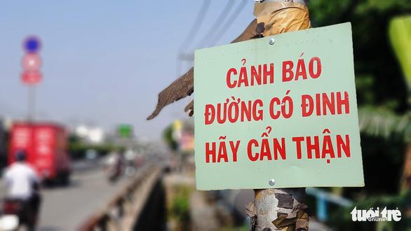 Lo đinh tặc, dân dùng nam châm thu gom và tự gắn bảng cảnh báo - Ảnh 2.