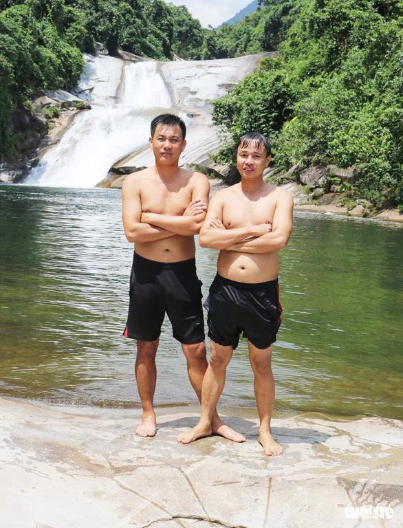 Dân mạng cảm phục hai thầy giáo thể dục lao xuống suối cứu sinh viên - Ảnh 4.