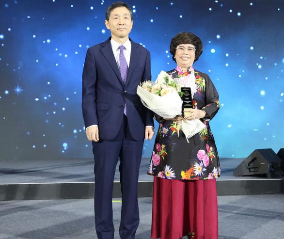 Bà Thái Hương nhận giải thưởng Nữ doanh nhân quyền lực ASEAN - Ảnh 1.