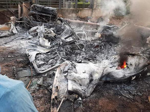Xe đầu kéo cháy rụi sau va chạm, 1 tài xế chết trong cabin - Ảnh 3.