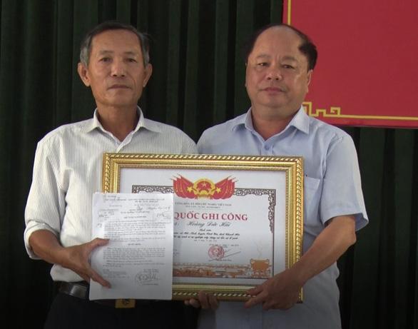 Phong liệt sĩ, trao bằng Tổ quốc ghi công cho nam sinh viên cứu 3 người khỏi đuối nước - Ảnh 1.