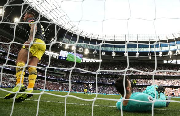 Thủ môn Lloris để thua bàn ngớ ngẩn, Tottenham suýt phải trả giá - Ảnh 2.