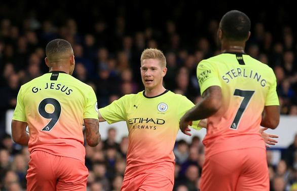 Khuất phục Everton, M.C tiếp tục bám đuổi Liverpool - Ảnh 1.