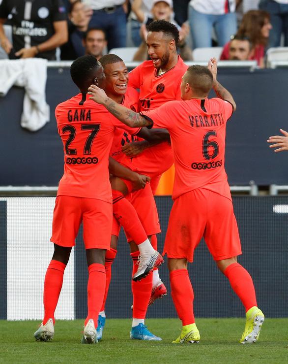 Pele mới Mbappe chuyền bóng dọn cỗ cho Neymar lập công giải cứu PSG - Ảnh 1.